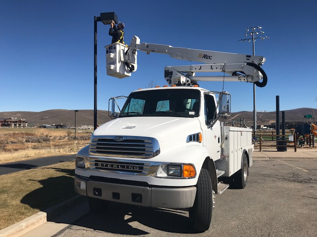 Street Light repair using lift vehicle